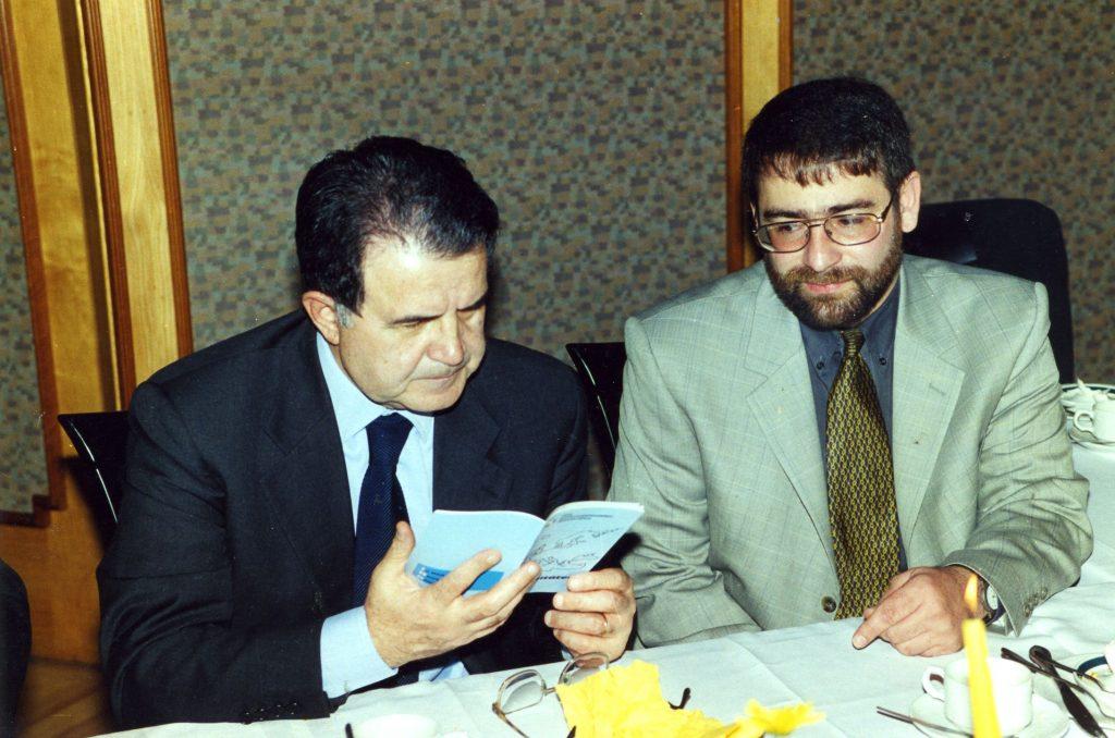 """""""Die Wörter Schubkarre, Wasserwaage, Kelle und Pickel habe ich nie vergessen. Und es ist eigentlich kaum zu glauben: In einem kleinen Dorf in Deutschland habe ich gelernt, was Versöhnung, Toleranz und Europa bedeuten. Dafür bin ich bis heute dankbar."""" Romano Prodi, vormaliger italienischer Ministerpräsident, vormaliger EU-Kommissionspräsident, Bauordensteilnehmer 1958"""