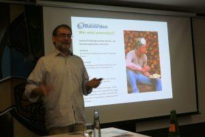Peter Runck erklärt im Baucamp Aachen die Arbeit des Bauordens